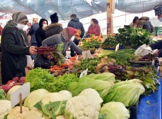 Aliağa Pazarını Kışlık Sebze ve Meyveler Şenlendiriyor Galeri
