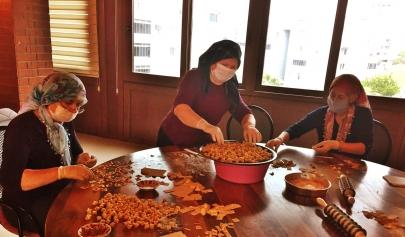 Aliağalı kadınlar hem üretiyor hem kazanıyor Galeri