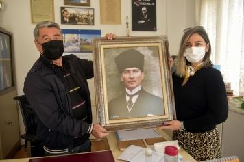 Aliağa Belediyesi'nden Muhtarlara Atatürk Portresi Galeri